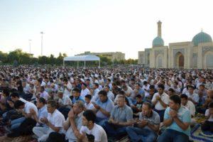 حكم صلاة العيد وكيفيتها للنساء وهل يجوز لهم حضورها.jpg
